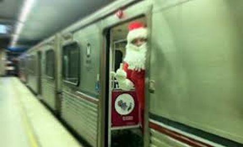 Duminică, în Trenul Copiilor vor circula Moş Crăciun, colindători și mulți copii