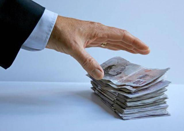 Statul, păgubit cu peste 900 de milioane de euro în patru ani de propriii angajați