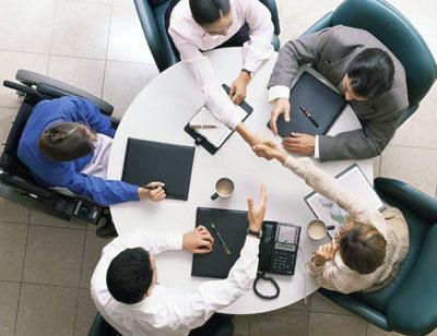 Primele angajaților din domeniul bancar ar putea fi limitate în UE