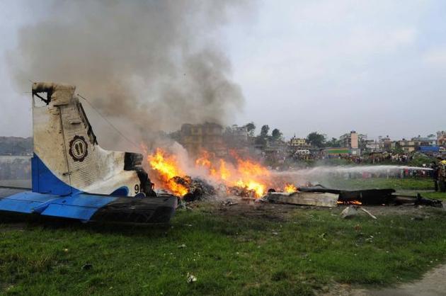Un avion ce transporta o delegaţie militară din Guineea s-a prăbuşit