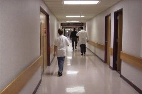 Aproximativ 3% dintre doctorii și 5-10% dintre asistentele din România emigrează în fiecare an