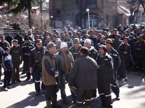 Mii de mineri din Târgu Jiu protestează: Directorul CE Oltenia îi amenință pe manifestanți cu disponibilizări