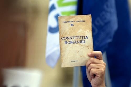 Noua Constituție prevede ca răspunderea civilă pentru informațiile de presă să-i revină autorului și nu proprietarului de presă