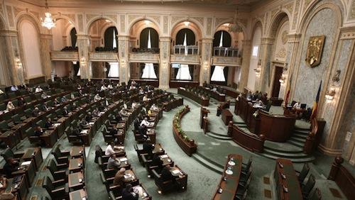 Votul din Senat pentru revizuirea Constituţiei, amânat pentru septembrie