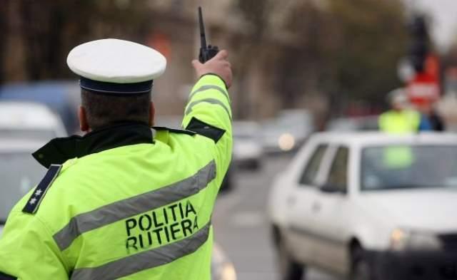 Polițiști de la Rutieră, reținuți pentru trafic de influență