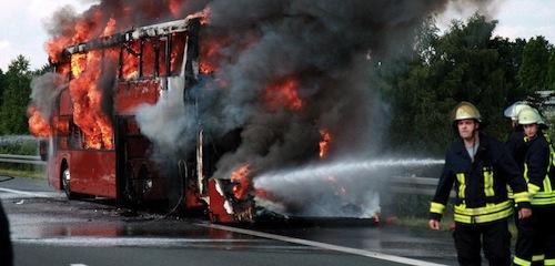 Un autocar de pe ruta Bucureşti-Chişinău, mistuit de flăcări pe teritoriul Republicii Moldova