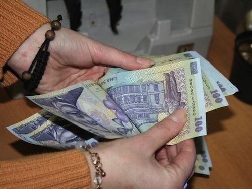 Salariile compensatorii pentru persoanele disponibilizate ar putea fi tăiate