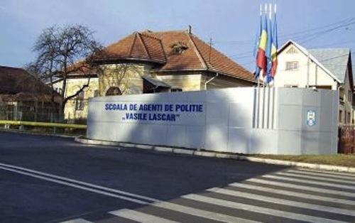 Doi foști ofițeri i-au cerut unei persoane 75.000 euro pentru admiterea la Școala de Agenți de Poliție
