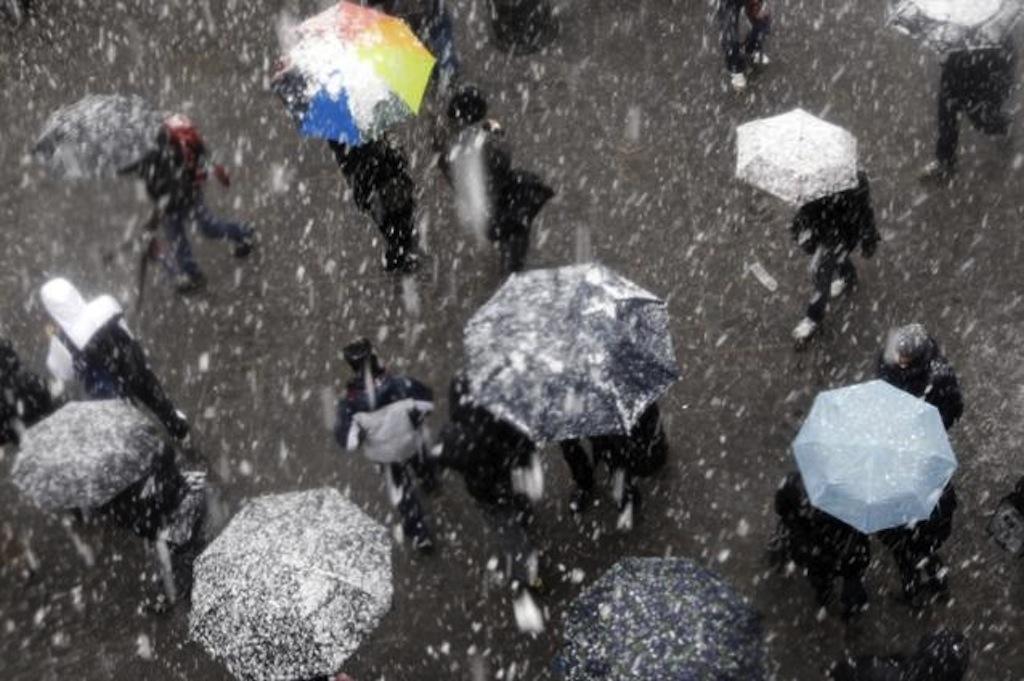 Atenţionări meteo, blocaje în trafic, situaţii de urgenţă din Capitală, anunţate prin 36 de panouri