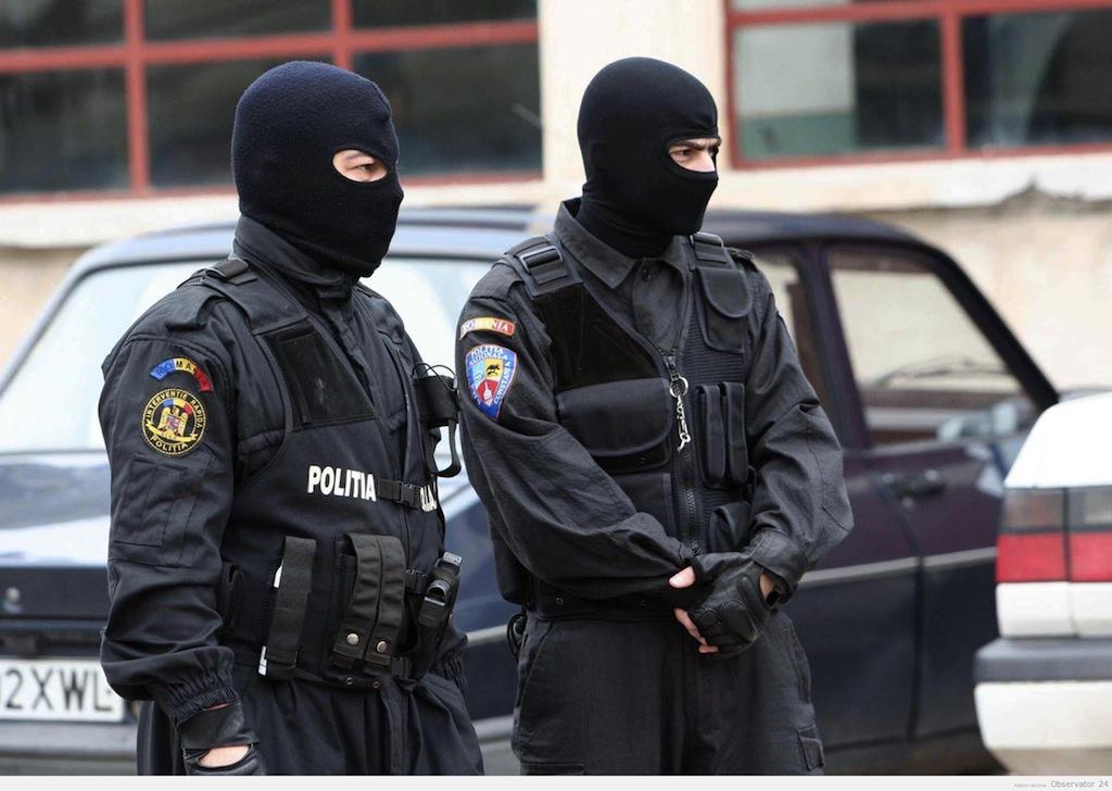 Percheziții în opt județe într-un dosar de fraude informatice. Prejudiciul este de 500.000 de euro